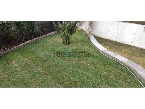 Apartamento T2 c/ grande Terraço e Jardim