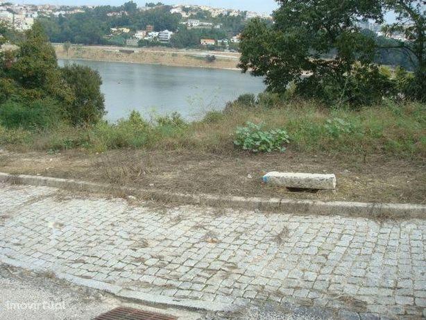 Terreno para moradia com Vistas para o Rio Douro