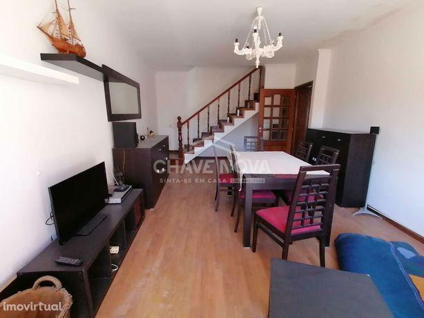 Apartamento T2 duplex. Terraço, varanda e Box. Junto á VL8. V.N. Gaia