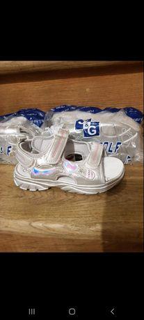 Босоножки. Туфли для девочки