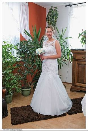 Suknia ślubna koronkowa z trenem