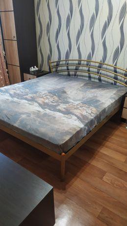 Кровать двухспальная + матрас