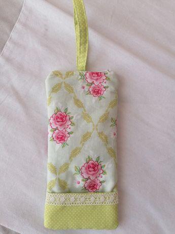 Bolsa em tecido para telemóvel verde