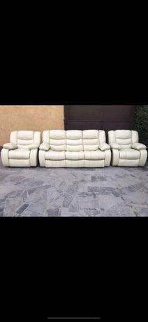 Комплект кожаной мебели , диван раскладной и два кресла реклайнеры