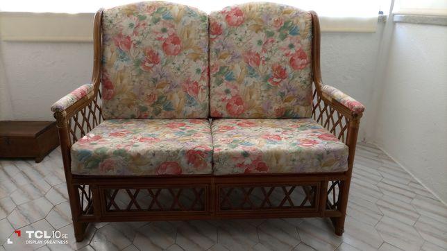 Sofá em bambú e tecido