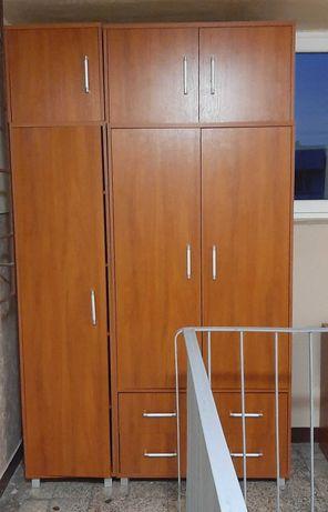 Szafa trzydrzwiowa + biurko