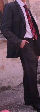 Продаю мужской свадебный/ выпускной костюм