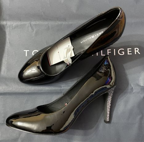 Szpilki Tommy Hilfiger 40 Elevated Patent High Pump FW0FW04586 Black