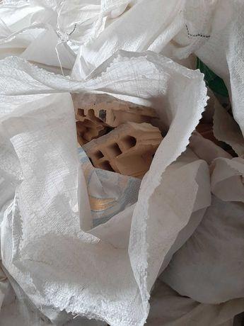 Строительный мусор, битый керамоблок в мешках