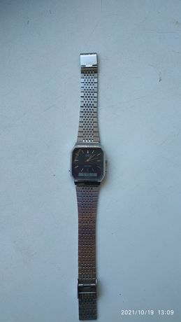 Продам часы кварцевые