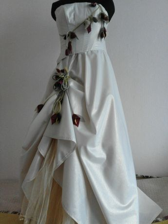 Плаття кремового кольору