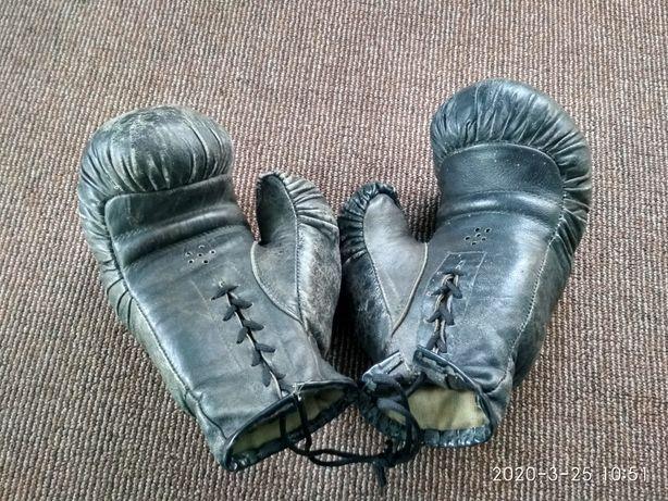 Продам перчатки боксерские кожанные