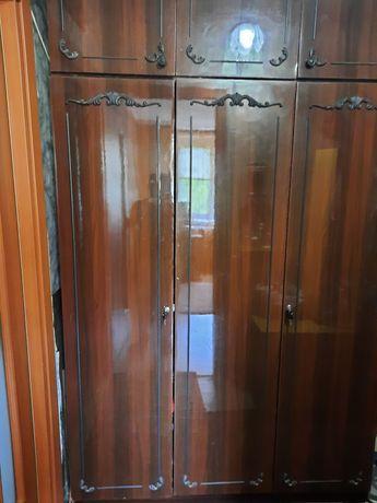 Трёхдверный шкаф с антрисолями