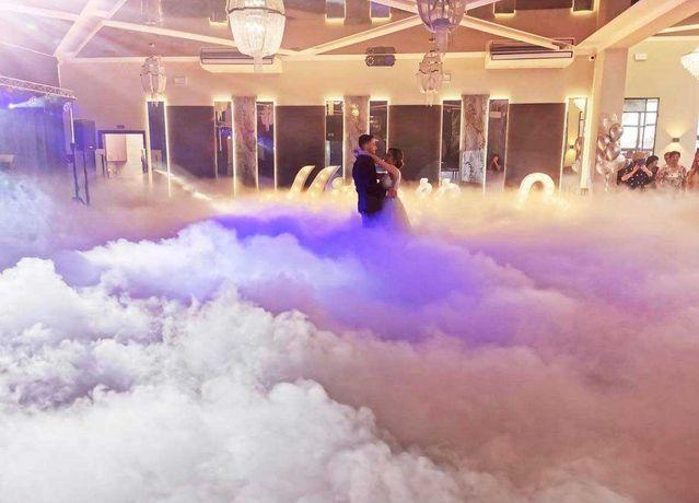 Gęsty ciężki dym pierwszy taniec w chmurach l Fontanny iskier
