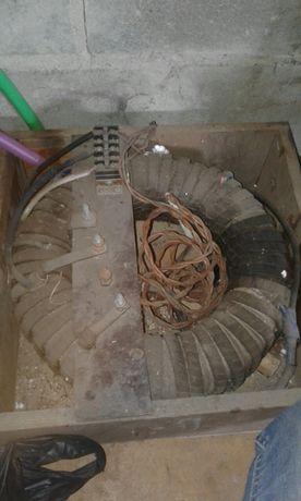 Зварювальний апарат тараїдальної конструкції