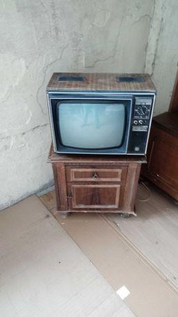 Продам старинный телевизор рассвет 307 (рассвет 3071)
