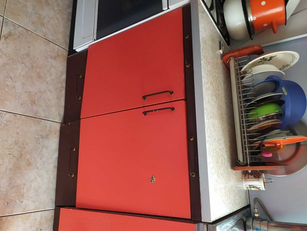 Кухонные шкафы с мойкой и смесителем