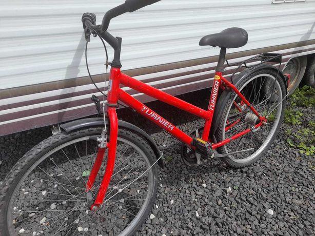Używany rower czerwony
