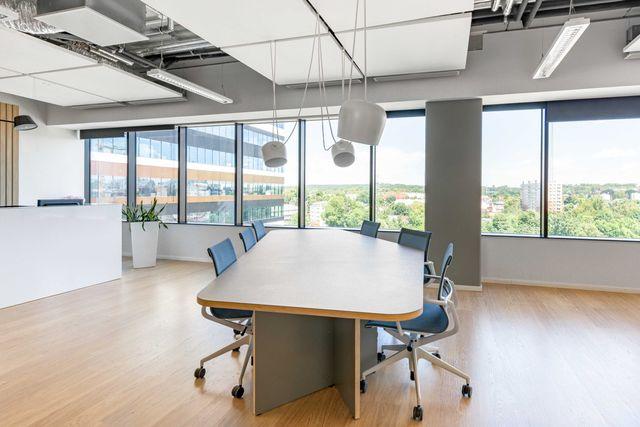 Dostęp do przestrzeni coworkingowej-Regus Silesia Business Park