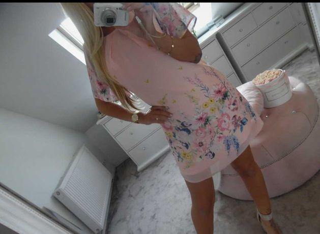 Różowa sukienka pastelowa w kwiaty