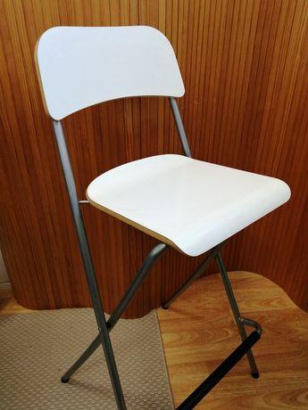 Cadeira alta com encosto branca