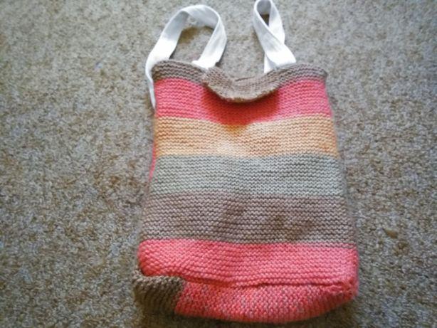 Vendo moxila feita há mão em crochet