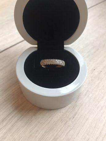 Złoty pierścionek, próba 333, rozmiar 13, stan idealny