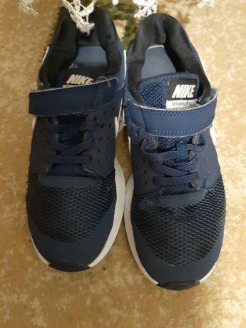Фирменные кроссовки для мальчика фирма Nike
