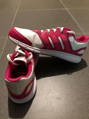 Ténis adidas em rosa e branco