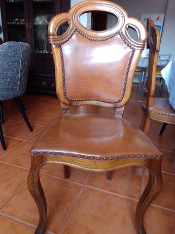 6 cadeiras em madeira exótica com acento  e costas em cabedal