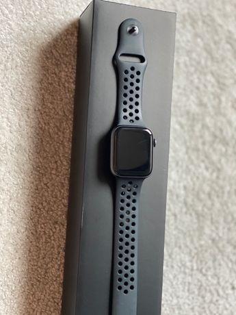 Apple Watch Series 4 Space Gray Nike EKG/eSIM/Cellular 44 mm - stan b