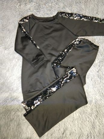 Модный костюм,с паетками