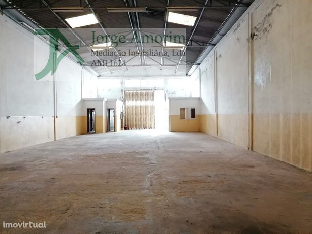 Armazém 300 m2 - Canelas