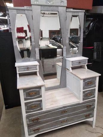 Penteadeira Tocador muito antiga com 3 espelhos e 8 gavetas.