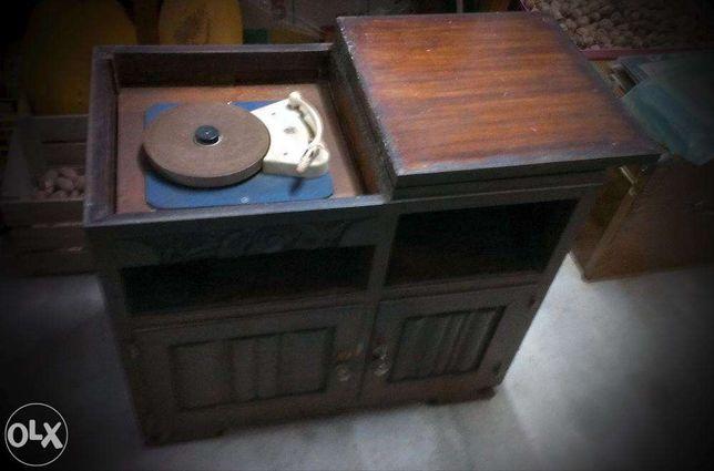 Vendo móvel com gira discos antigo vintage