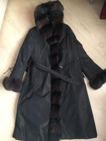 Женская , теплая куртка с мехом . Состояние , как новая