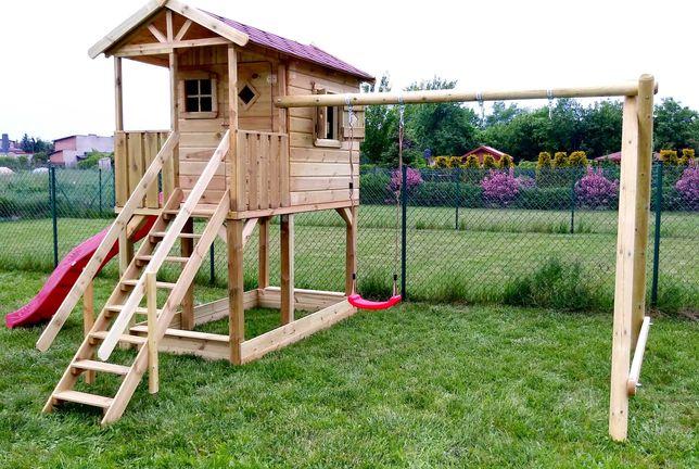domek drewniany dla dzieci, na podeście