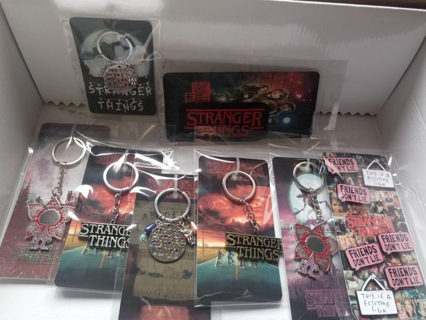 Porta Chaves + PIN OFERTA Stranger Things Eleven Remendo Emblema Patch