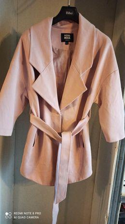 Płaszcz różowy marka vevo moda