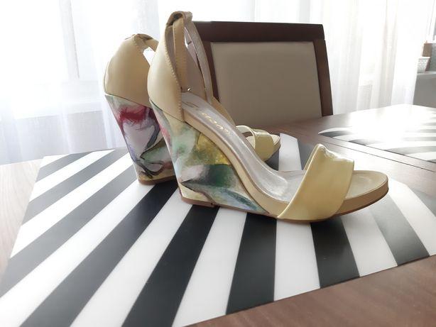 Śliczne buty na koturnie rozm.37