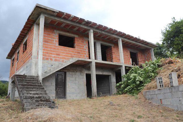 Casa em construção c/ água de mina