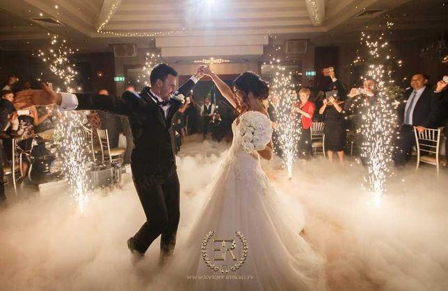 Cieżki dym (taniec w chmurach) napis Love, Bańki, Fontanna Iskier, Dj,