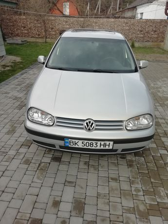 """ Volkswagen golf """