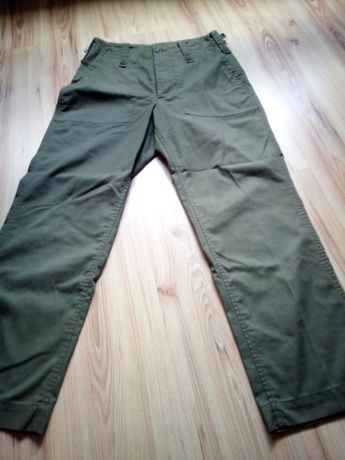 """Amerykańskie spodnie mundurowe """"bojówki"""" w kolorze olive green."""