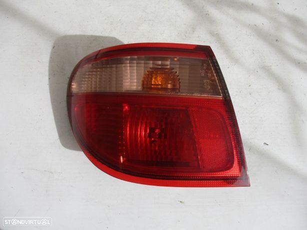 Farol Farolim Trás Nissan Almera Esquerdo