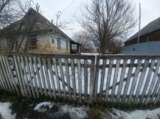 Продам старий будинок під знос з приватизованою землею !
