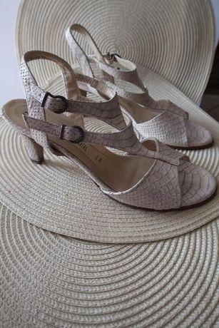 2 pary eleganckich butów, wygodne, wkładka wewnętrzna 27 cm, rozmiar 7