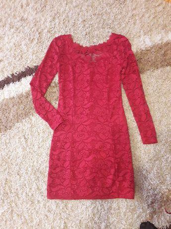 Шикарное кружевное платье красное 48