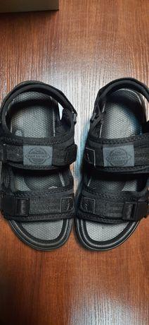 Nowe czarne sandały Sprandi