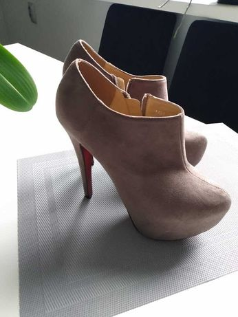 Beżowe buty na ukrytej platformie